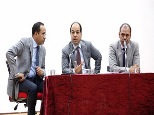 اعتصام المعلمين بعدد من المناطق مطالبهم